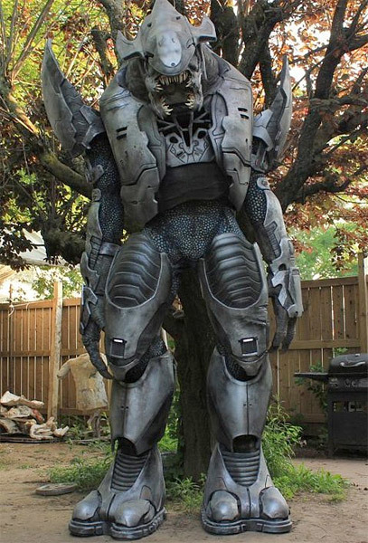 062810_halo_elite_costume_6jpg407x600 118 kb